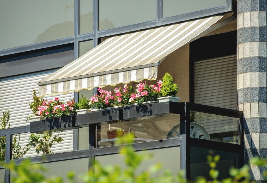balcony with awning and small garden