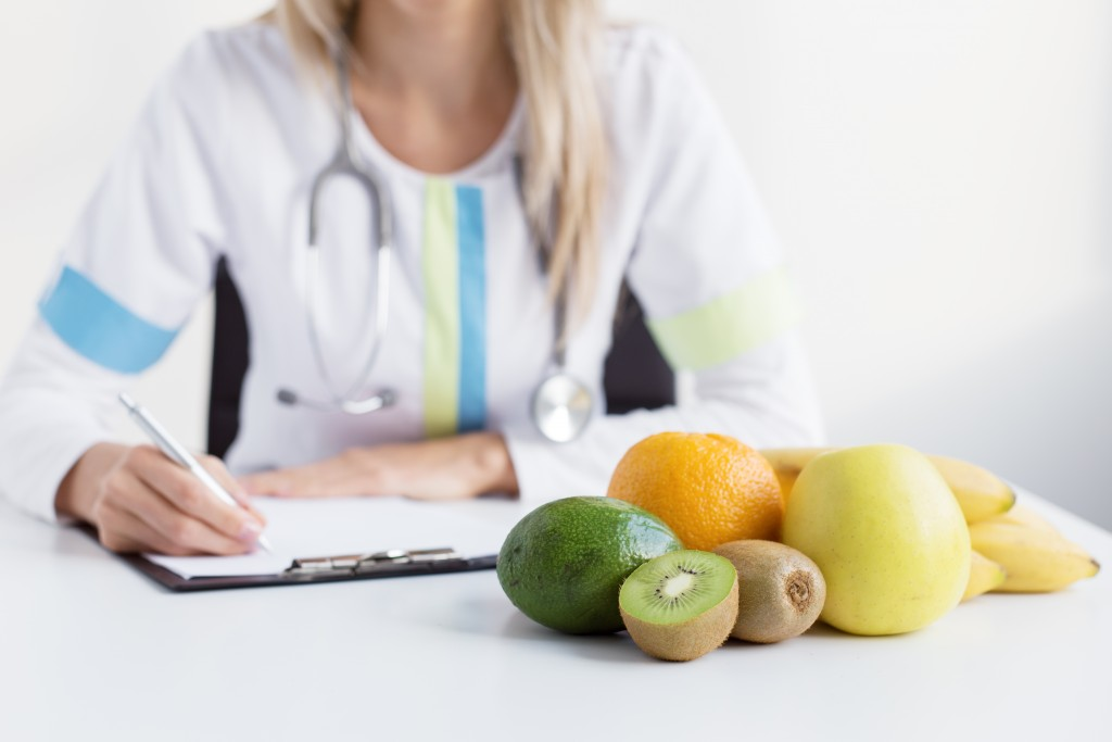 dietician with fruits