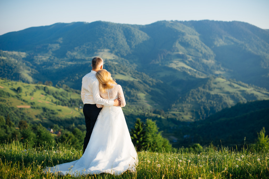 couple celebrating a wedding in the mountains